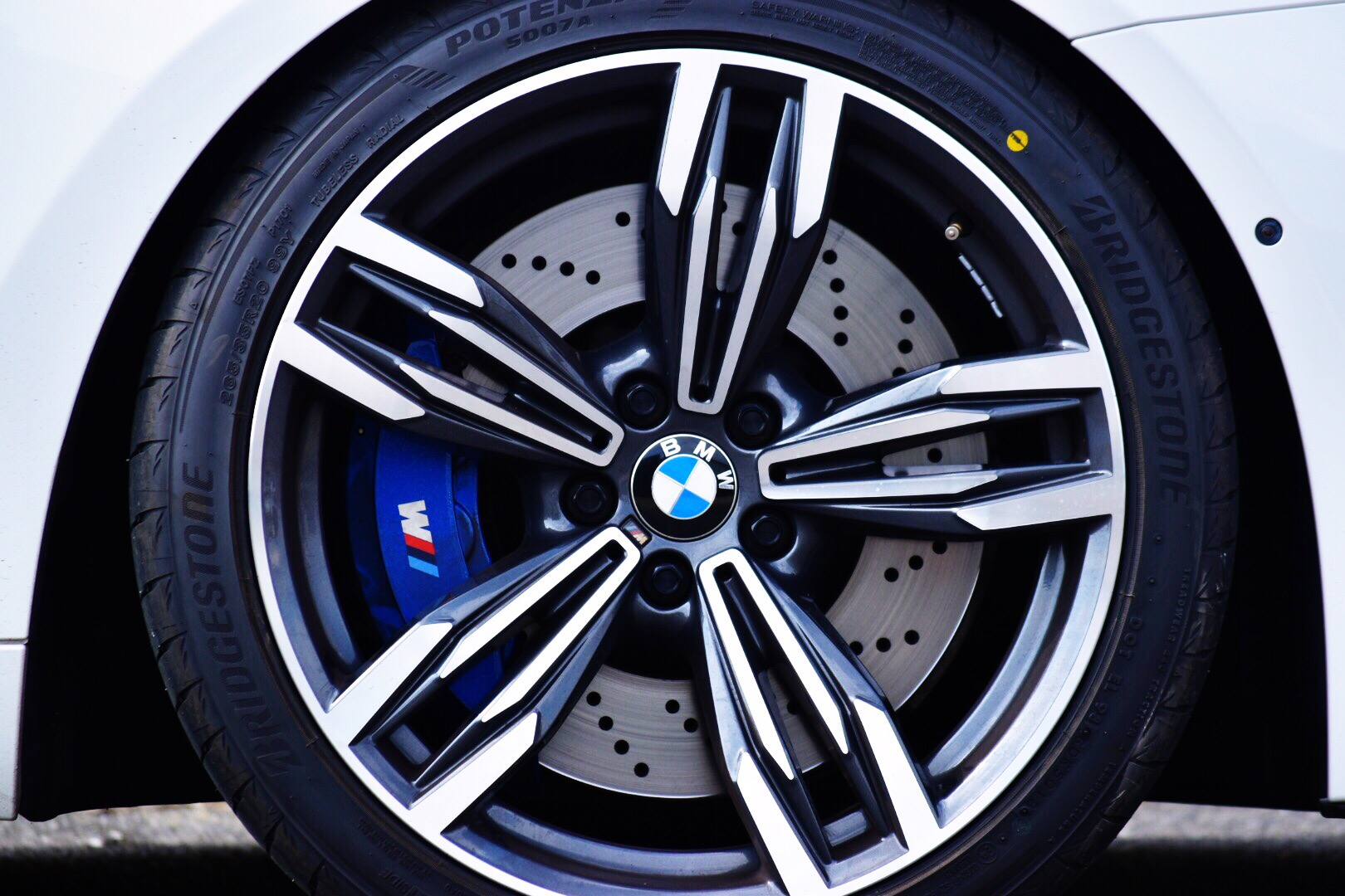 BMW M6 GranCoupe 8